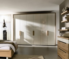 _huelsta-moebel-hulsta-furniture-CEPOSI-Kleiderschrank-wardrobe-Hochglanz_weiss-Strukturbuche-high_gloss_white-structured_beech